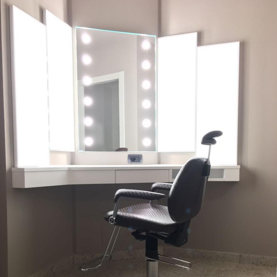 Specchio con luci ad incasso per dermocosmesi in farmacia - Specchio con luci ...