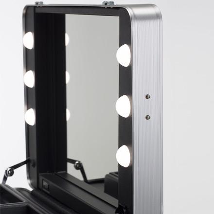 Dettaglio coperchio interno valigia trucco con luce I-light