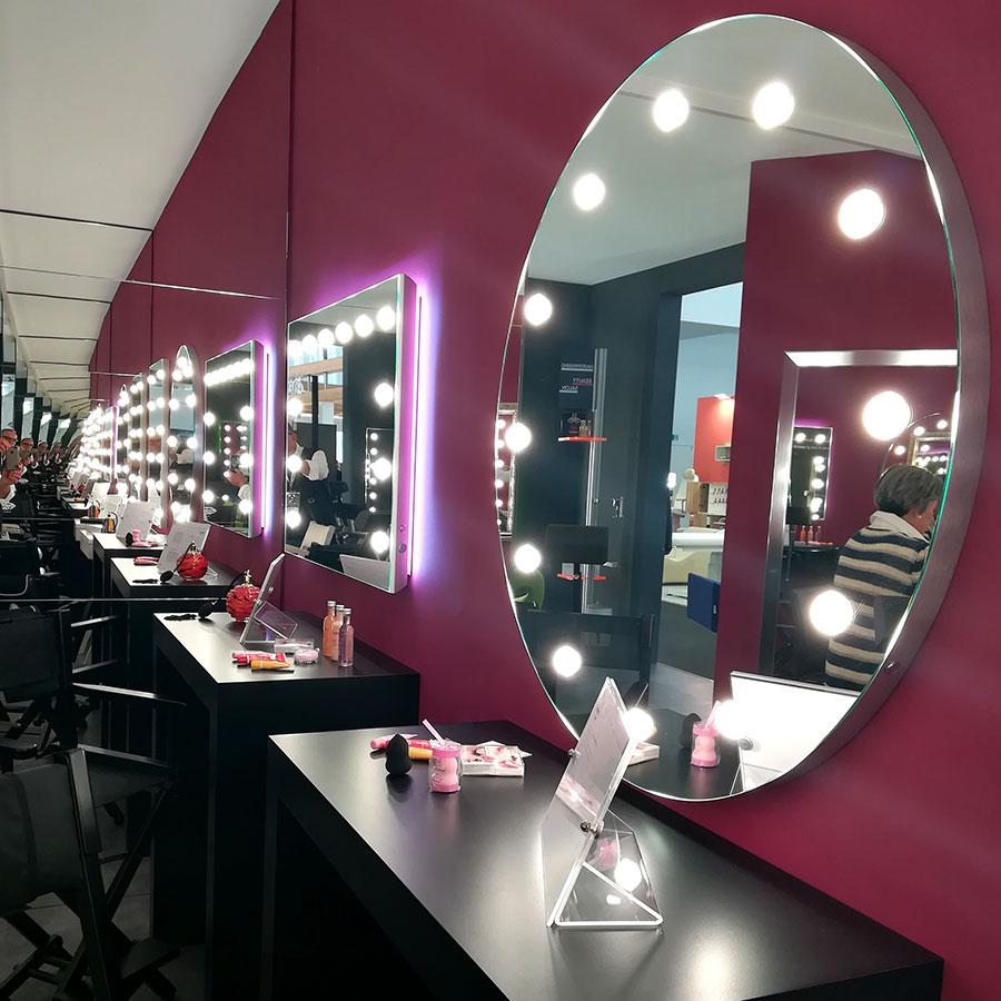 specchi illuminati con luci professionali per parrucchieri centri estetici