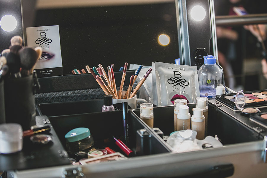 postazioni trucco backstage make up service milano fashion week