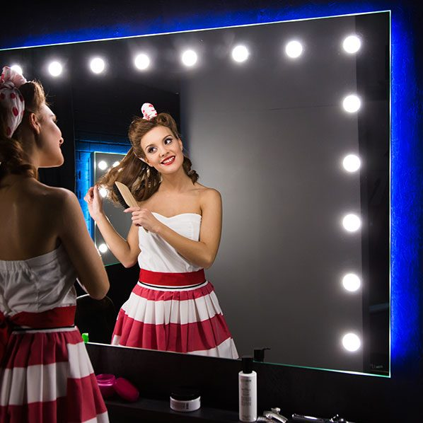 Tailor made lighted mirror for beauty and make-up with natural light